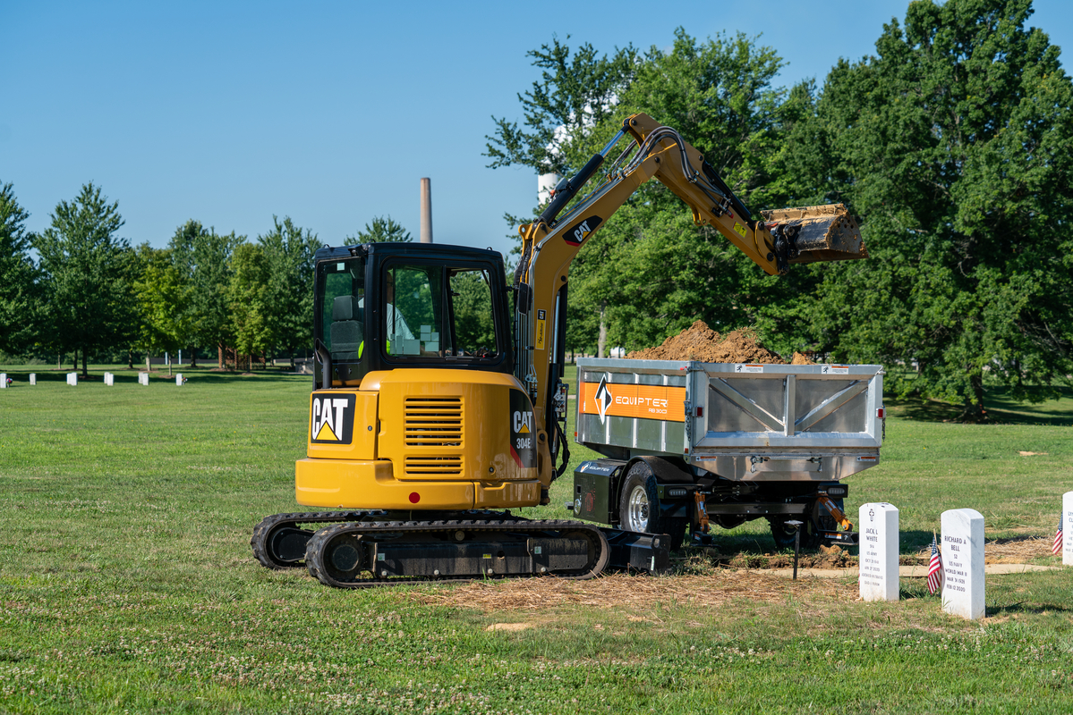 RB3000 grave digging equipment